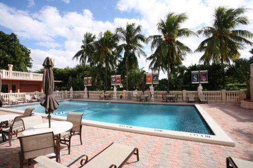 stadium-hotel-pool