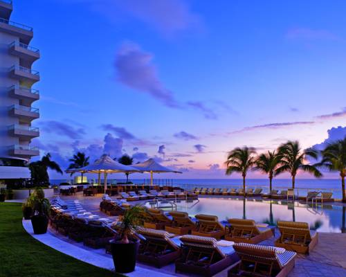 Ritz Carlton Fort Lauderdale pool