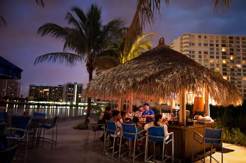 Crowne-Plaza-Hollywood-Beach-Resort-Hotel-bar