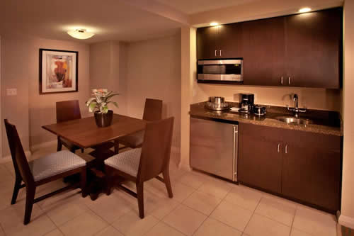 Crowne-Plaza-Hollywood-Beach-Resort-Hotel-dinning