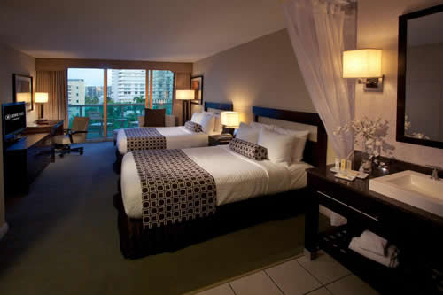 Crowne-Plaza-Hollywood-Beach-Resort-Hotel-room-1