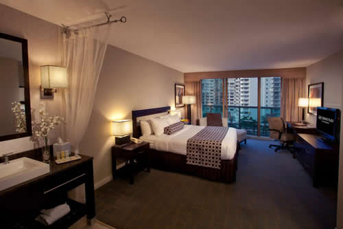 Crowne-Plaza-Hollywood-Beach-Resort-Hotel-room-3