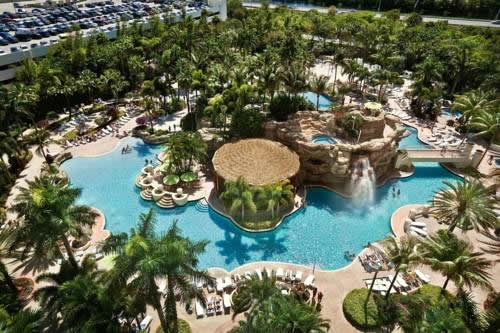Hard-Rock-Hotel-Casino-Hollywood-pool-2