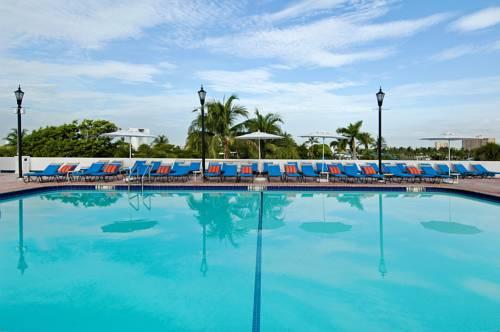 bahia-mar-fort-lauderdale-beach-doubletree-hilton-pool