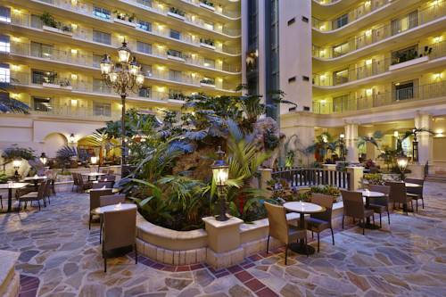 embassy-suites-hotel-ft-lauderdale-17-street-indoor-atrium