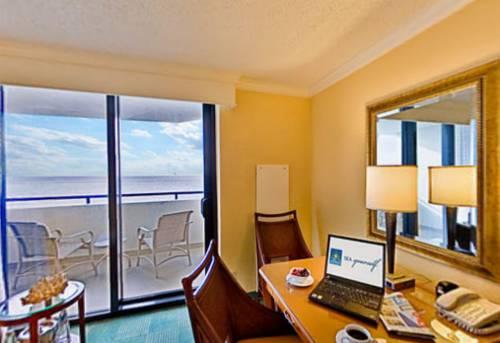 fort-lauderdale-marriott-harbor-beach-resort-spa-oceanfront-balcony