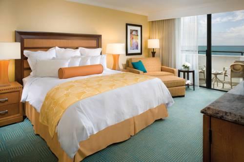 fort-lauderdale-marriott-harbor-beach-resort-spa-oceanfront-bedroom