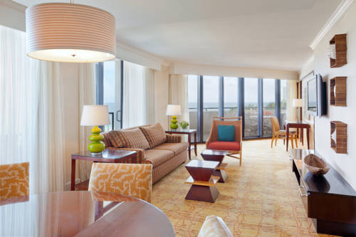 fort-lauderdale-marriott-harbor-beach-resort-spa-suite