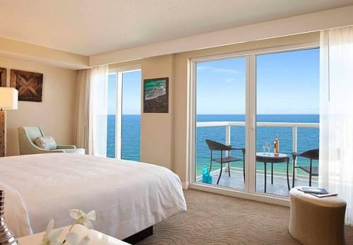 fort-lauderdale-marriott-pompano-beach-resort-spa-beachfrontbalcony