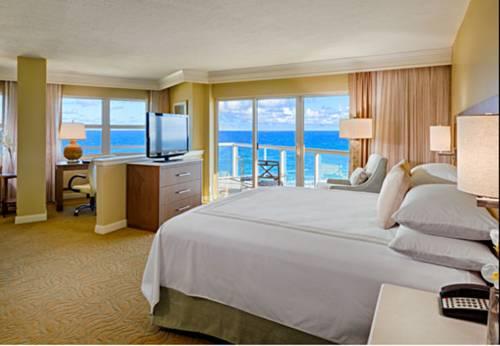 fort-lauderdale-marriott-pompano-beach-resort-spa-bed-room